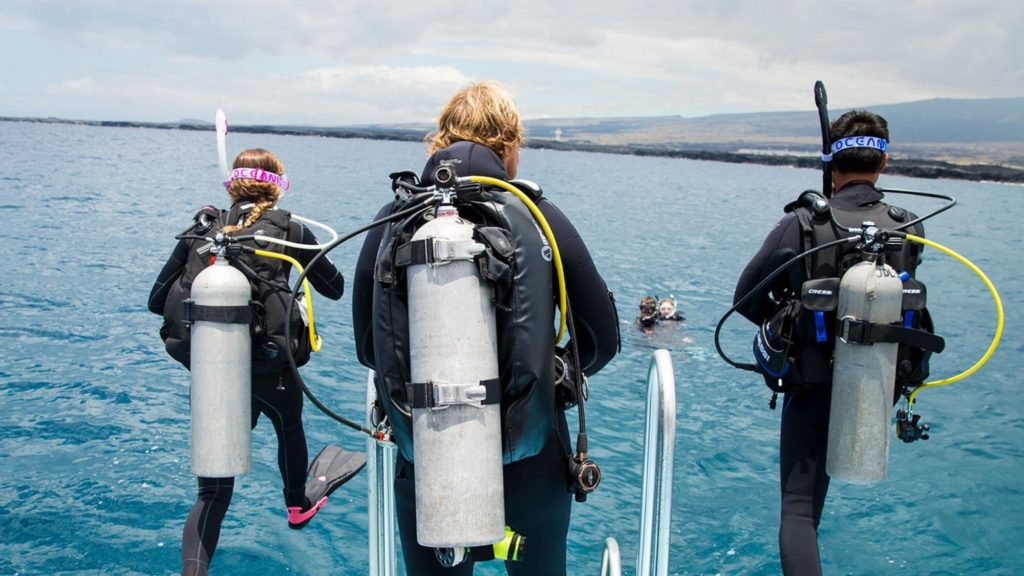 PADI dive instructors teaching PADi open water courses